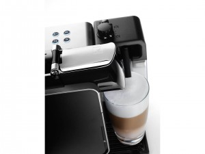DeLonghi Nespresso Lattissima Plus Coffee Maker White EN520.W