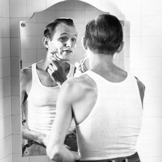 Electric Versus Safety Razors